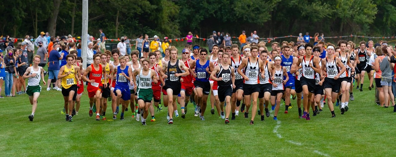 Cross Country Boys at the start