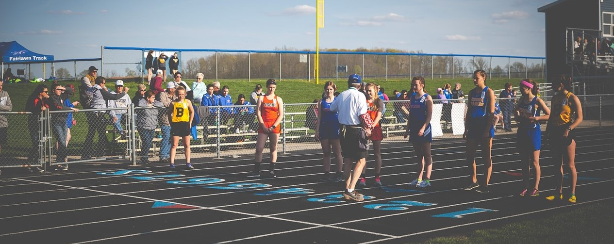 Track boys at the start